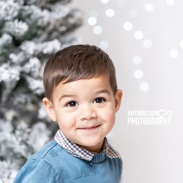More Christmas cuties! #christmasminishoot #kidsportraits #familyportraits #studio #christmastheme #portraitphotographer #melbournephotographer #portraits
